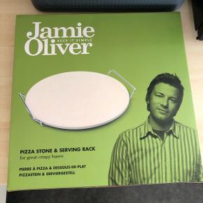 Jamie Oliver pizza sten, sælges da den ikke kan byttes. Ny pris 149,95kr