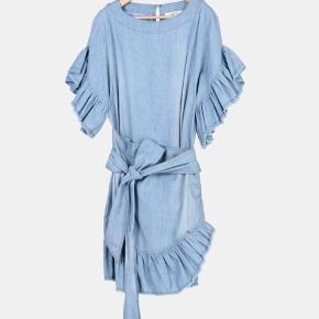 Overvejer at sælge denne flotte Isabel Marant kjole / brugt omkring 3 gange   Bud starter fra: 1500kr