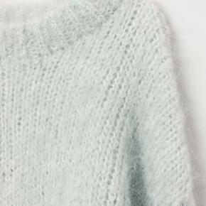 Populær mohair sweater i mint fra h&m. Aldrig brugt