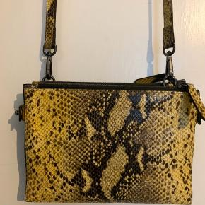 Style: ruby Schoulder bag