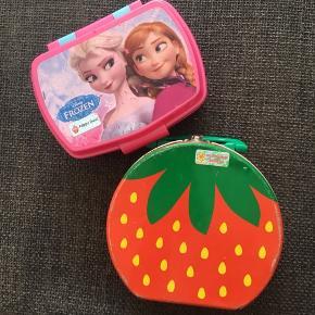 Frost eller jordbær madkasse brugt 10 kr stykket laver ikke aftaler under 50 kr men har 1500 andre annoncer ;) gratis ved købt af Tøjpakke