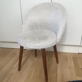 Rigtig fin vintage stol med træben.