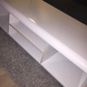 Sofabord i hvid højglans - lidt ridser i overfladenMål: 120x40x60