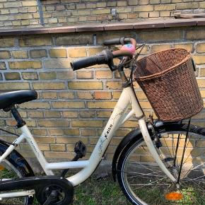 Sælger min X-Zite shopper cykel til børn, da jeg ikke kan bruge den længere. Np:2000kr mp:400kr. Den er slidt og der er nogle skræmmer men man cykler helt fint på den:) Lås følger ikke med😁 Hentes på Amager