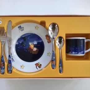 WMF service og bestik til børn. Lauras Stern. Kop og tallerken aldrig brugt. I original emballage.