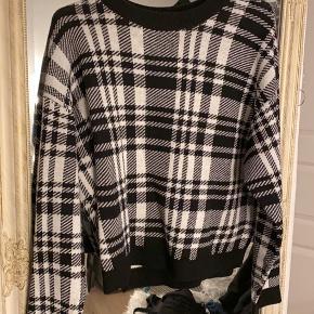 Sweater fra H&M str. L, men lidt lille i str.  BYD gerne!