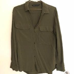 Skjorte fra Zara, brugt maks 2 gange. Byd🤗