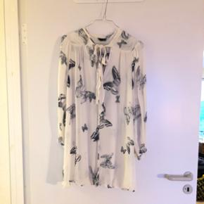 Den smukkeste skjorte fra Topshop sælges 🦋   Str. 38 (passer også en 36)   Oversize look og længere end en normal skjortelængde.