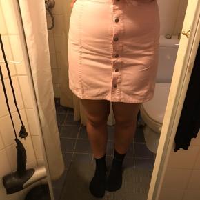 Lyserød denim nederdel ca str m