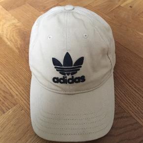 Hej allesammen, Jeg sælger denne Adidas kasket da jeg ikke får brugt den.  Cond: 9/10  Pris 150kr