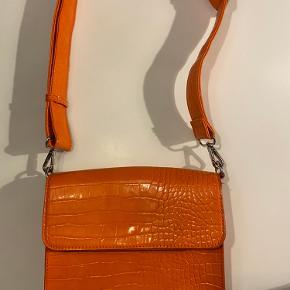 Super taske uden fejl og kun brugt få gange sælges da den ikke bliver brugt.