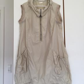 ZbyZ kjole str L, bm 60•2Pris 100 kr, og sender med dao for 38 kr