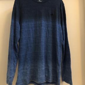 Varetype: Langærmet t-shirt Farve: Blå Oprindelig købspris: 500 kr. Prisen angivet er inklusiv forsendelse.  Bomuld/polyester