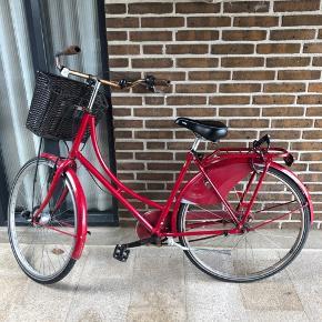 Sælger denne røde cykel. Købt brugt for et halvt år siden for 800 kr. Der er rust på styret . Passer højden ca 160-170