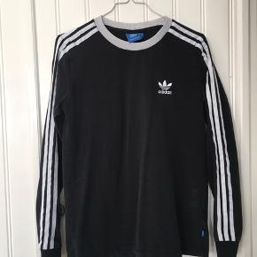 Sort langærmet trøje fra Adidas   Skriv gerne til mig hvis du har et bud eller yderligere spørgsmål til varen :-)