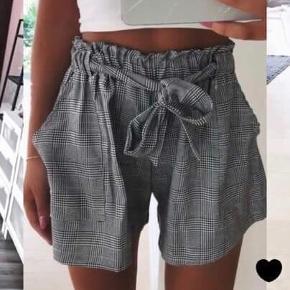Ternede shorts fra American Dreams sælges! De er helt nye og er aldrig brugt - og sælges fordi de er for store.  De kostede 299 kr fra ny og er aldrig brugt, og jeg vil derfor gerne så tæt på købspris som muligt