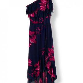 e30f0ecf5665 Varetype  Kvinder kjole Farve  Blå - Lilla Oprindelig købspris  2000 kr.  Stella