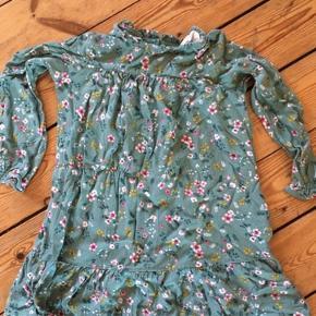 H&m kjole str 122  fast pris -køb 4 annoncer og den billigste er gratis - kan afhentes på Mimersgade 111 - sender gerne hvis du betaler Porto - mødes ikke andre steder - bytter ikke