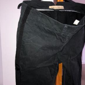 Fede mat-sorte bukser fra Rabens saloner med fine detaljer. Fin stand #30dayssellout