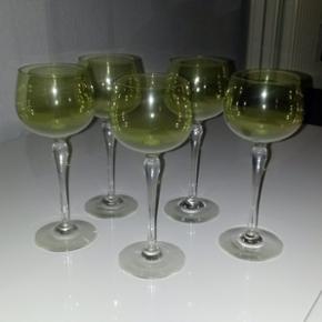 5 stk. grønne vinglas h 19,4 cm - sælges kun samlet - mindstepris 250 kr. - de er over 50 år gamle