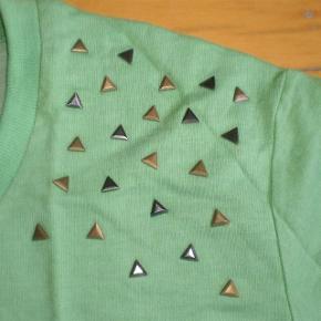 Varetype: Bluse NY Farve: Se billeder Oprindelig købspris: 300 kr. Prisen angivet er inklusiv forsendelse.  Lækker bluse  str L