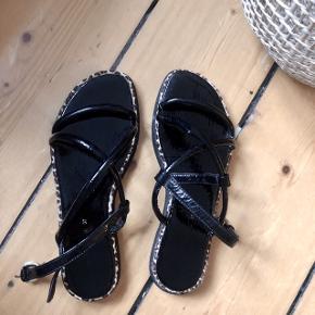 Super søde sandaler i sorte med et strejf leopard🐆  -købt i Zara og er højst gået med et par gange