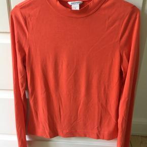 Fin, orange, langærmet t-shirt fra Monki.