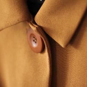 Varetype: Ny klassisk jakke Frakke Størrelse: XS/S Farve: Brun Oprindelig købspris: 799 kr