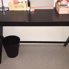 Smart skrivebord fra ILVA. Nogle skrammer, derfor sælges det billigt 👍🏼 BYD