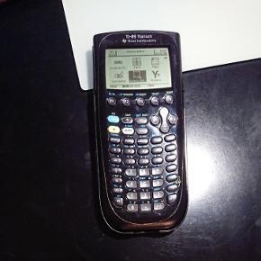 Texas Instruments TI-89 Titanium lommeregner. De går for 1800 i butikkerne. Brugt, men fejler intet.