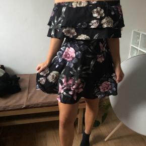 Helt ny blomstret kjole fra missguided. Sælges da den desværre er lidt for lille