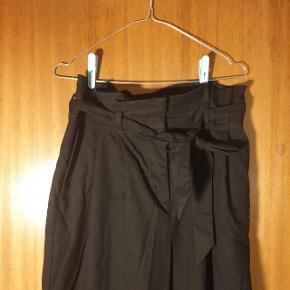 Højtaljede bukser, der kan bindes i taljen. Str. L, fra Monki