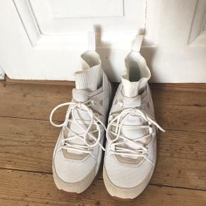 PUMA x Han Kjøbenhavn sneakers. NP:1000kr. Aldrig brugt