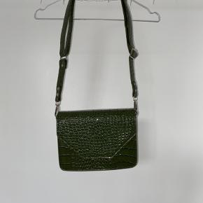 Jeg sælger min helt nye Unlimit taske, aldrig brugt, da jeg købte en anden farve istedet... der er ingen fejl!  NY PRIS -250!!! BYD skal bare væk