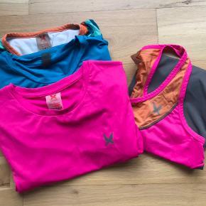 Tre t-shirts + en top til 100kr.  Sælges separat hvis det ønskes. Send melding så bliver vi enig om pris ☺️  Flerfarvet: M (brugt)  Blå: M (brugt)  Pink: S (ubrugt med prismærke)  Top: S (lidt brugt)