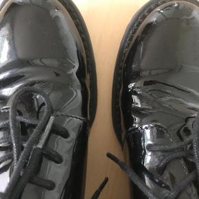 Shoe Biz flats