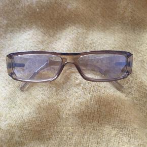 Gucci solbrille fra år 2000  Vintage brille, i lys/gennemsigtig beige med smalle glas <3