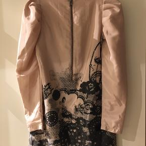 Str 36. Smuk Tunika/kjole. Ubrugt