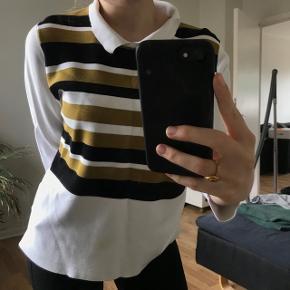 Nypris var omkring de 1000kr!! Sælger denne trøje fra Ganni, i en str M. Den er brugt en gang, og har dog en plet på så sælger billigt :)  Skriv for flere billeder, ellers BYD