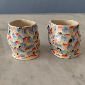 Sælger disse to skønne kopper fra HAY i samarbejde med keramiker Jessica Hans :)