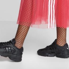 Adidas Falcon sneakers, Black  Brugt et par gange.  Ingen tegn på slid.  Bytter gerne, hvis du har noget interessant 🌸