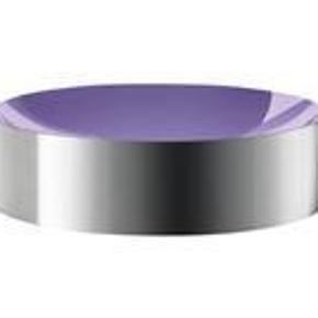 Brand: Stelton DOT skål Varetype: Stelton DOT skål Størrelse: bredde 14 cm / højde 4 cm Farve: se billede Oprindelig købspris: 429 kr.  Stelton DOT skål designet af Paul Smith    Denne moderne skål, der er designet i tæt samarbejde mellem Stelton og Paul Smith, passer til ethvert mødebord og stuebord. Den har mange anvendelses muligheder, det er kun fantasien, der sætter grænser for brugen af denne flotte og funktionelle DOT skål. Udvendigt har Stelton DOT skålen en mat stålfinish og indvendigt en flot dyb farve.    SPRIT NY OG I ÆSKE!!  MINDSTEPRIS: 250