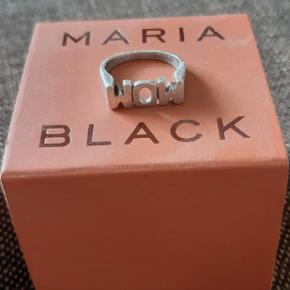 """Maria Black """"Mom"""" eller """"Wow"""" ring str. 56 cond 8 Pris: BYD  Skriv på 29842641 for flere billeder og mere information:)"""