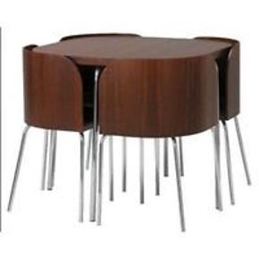 Sortbrun spisebords sæt fra IKEA  Rigtig god hvis man har begrænset plads, men stadig kan lide gæster :) Kom med et bud