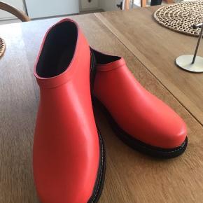 Super fede gummi sko fra Ilse Jacobsen, desværre købt for små..