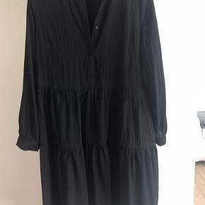 Sød kjole fra Moves. Er brugt 1 gang. Str. 36.