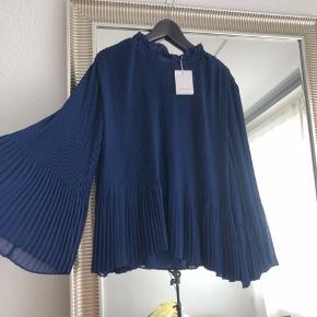 Helt ny flot bluse fra Samsø og Samsø  Blusen er en str. XL men passes snildt af en str. S-M som jeg selv er :-)