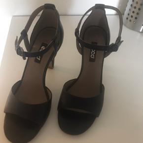 Sorte sandaler fra Ecco, brugt 1 gang  Hælhøjde 8 cm