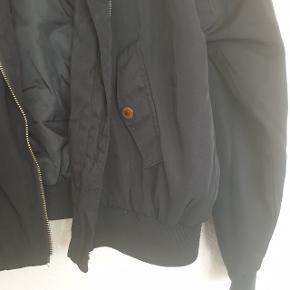 Smuk bomber jacket fra Gina Tricot.  Byd!!