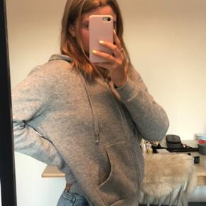 Sælger min sweater med lynlås✨  Tags: hm, nakd, zara, brandy melville